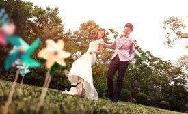 仅售4688元!价值18888元的超值婚纱套系,提供免费WiFi。杭州唯爱是一家国际高端婚纱摄影机构,提供首席团队一对一服务,为您拍遍杭城花海、山水、欧式城堡等。让您感受幸福的浪漫时刻,为您记录永恒的瞬间!