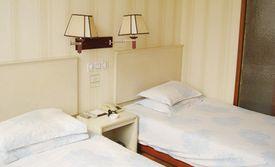仅售98元!最高价值218元的百事春秋商务酒店一日房(大床房/标准房2选1),房间设有免费WiFi,美团券可叠加使用。