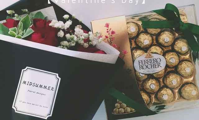 】盛夏创意花店11支玫瑰混搭花束+24粒礼盒巧克力1束,提供免费