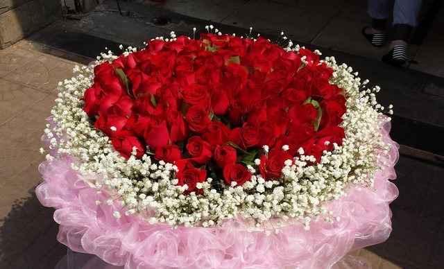 诺·鲜花99枝玫瑰花束1束,提供免费WiFi-皇家鲜花团购 美团网