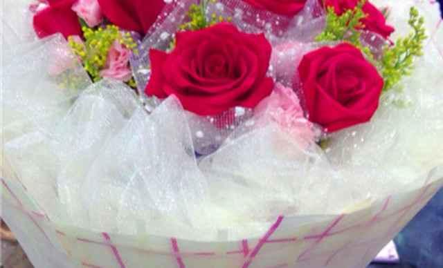 蔷薇鲜花团购专场,这里有最实惠最优惠的蔷薇鲜花团购,蔷薇鲜花团购一网打尽!同时,这里还有多种蔷薇鲜花团购套餐供您比较、挑选,折扣超低,性价比高,帮您省钱省心。美团精心打造众多独特精品团购产品的同时,以最优价格回馈用户,让您用最少的钱体验最好玩、最新鲜的生活方式。