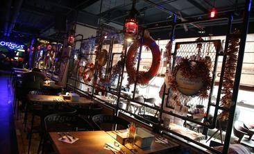 好伦哥航母餐厅-美团