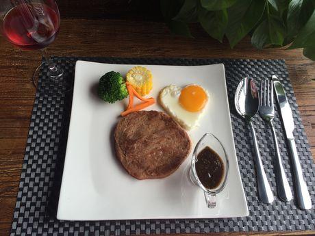 :长沙今日团购:【袁家岭/火车站】B96根据地休闲饮吧仅售48元!价值96元的单人牛扒套餐,提供免费WiFi。