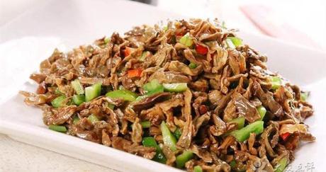【春城万象/步行街】饭范·煲仔盖码饭仅售14.9元!价值15元的卜豆角肉泥盖码饭1份,提供免费WiFi。