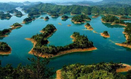 黄山观日出 水墨宏村 船游千岛湖 杭州西湖高卧7天跟团游