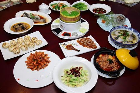 :长沙今日团购:【芙蓉区】万家丽万福零点餐厅仅售788元!最高价值1267元的美味10人餐,提供免费WiFi,提供免费停车位。
