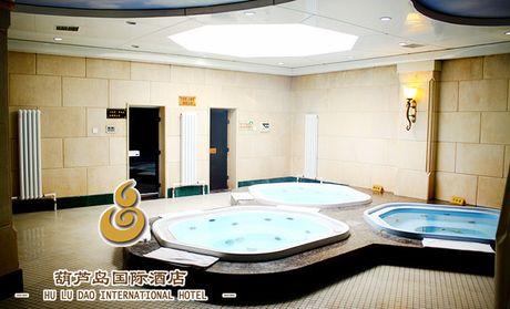 男人宾馆洗澡素颜照片
