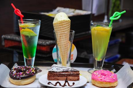 :长沙今日团购:【德思勤城市广场】DAYLIGHTDONUTS甜甜圈.咖啡仅售65元!最高价值85元的情侣套餐,提供免费WiFi。