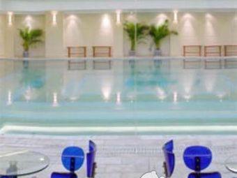 湖北英东游泳跳水馆