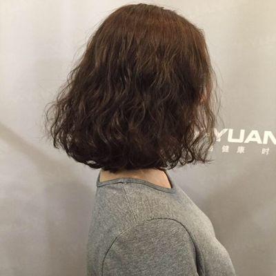 丽人 美发图库 小卷中发作品图  2747 创意烫发 中发 女 吹造型 护理图片