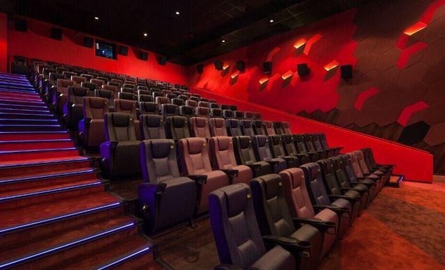 英皇UA电影城二人同赏电影票,仅售41元!价值180元的二人同赏电影票2张,可观看2D/3D,提供免费WiFi。到店无需补差价。英皇UA强势入驻富华里商圈,与美团强强联合,独家合作,快约上三五好友一起去看电影吧。