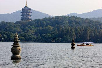 【杭州出发】西湖、灵隐飞来峰景区、横店影视城等2日跟团游*含一晚如家酒店住宿-美团