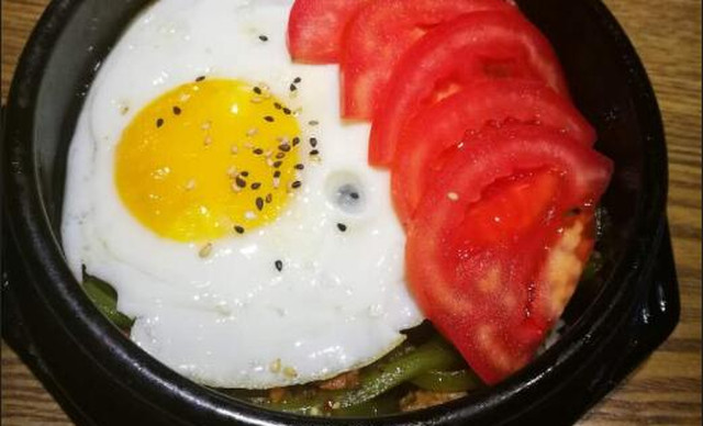 :长沙今日团购:【咏顺韩苑韩式料理】笋丝牛肉石锅拌饭1份,提供免费WiFi