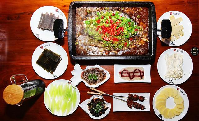 :长沙今日团购:【馋火炉鱼】豪华版烤鱼套餐,建议2-3人使用,提供免费WiFi
