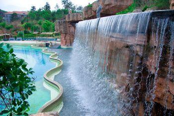 【和平县】天上人间温泉度假村温泉+水上乐园门票(亲子2大1小票)-美团