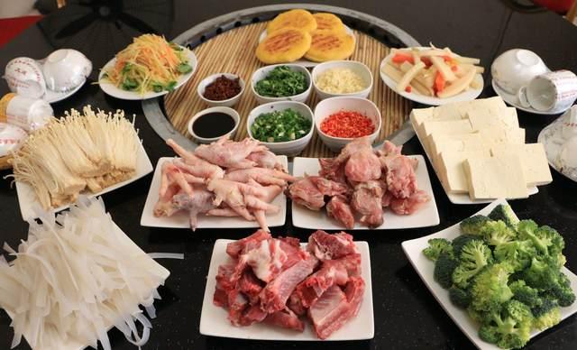 东北铁锅炖4人餐排骨锅,包间免费,提供免费WiFi