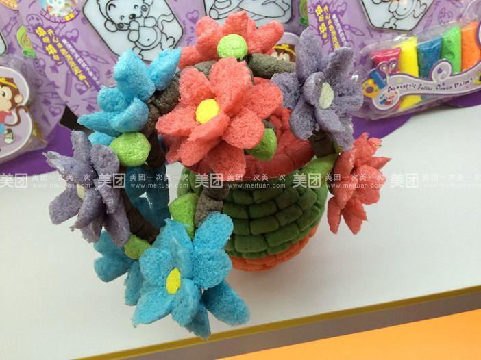 魔法玉米娃娃(58元/个)  梦幻雪花泥(48元/个)  彩泥小火车(78元/个)