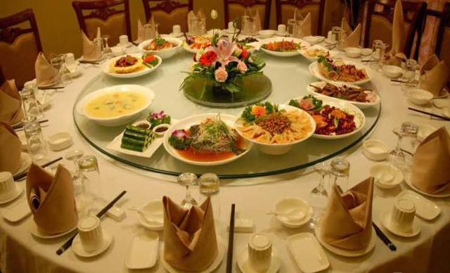 :长沙今日团购:【长颈鹿黑茶茶餐厅】商务/家庭聚会套餐,建议8-12人使用,提供免费WiFi