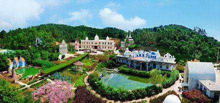 色色环球影城位于鹤山市桃源镇甘棠乡,占地面积450亩,集群山的