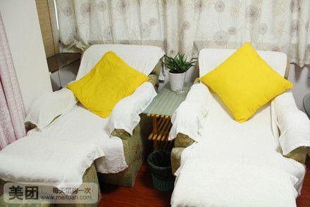 店内装修风格以古朴简洁为主,洁白的墙壁,舒适的按摩床,微微