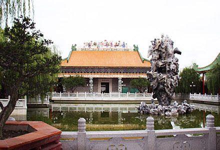 苑,其中八幅明仿唐寅古画尤为可贵,大大丰富了南粤苑的馆藏.