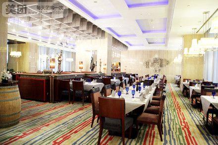 红帆咖啡厅位于瑞湾酒店1楼,店内装修风格华丽高贵,给您一