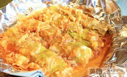 糯米圆子烧排骨:香黏的糯米,加上调料拌匀,炸制金黄,排骨美味,完美
