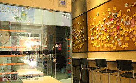 的小店,店内环境温馨舒适,简约风格的特色装修、时尚舒适的内