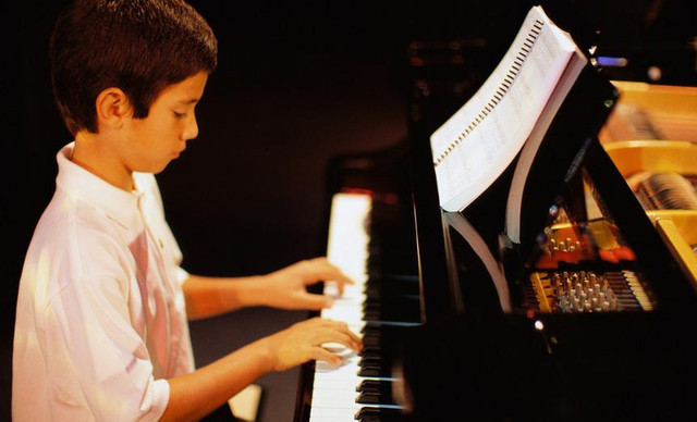 【乐伽亲子健身会所】钢琴课教学,提供免费W