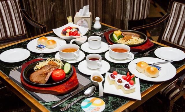 美团网:长沙今日长沙好自助餐团购:【湖南富丽华大酒店皇族西餐厅】西餐双人套餐,提供免费WiFi