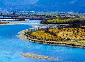 【拉萨出发】巴松措景区、雅鲁藏布大峡谷、卡定沟天佛瀑布3日跟团游*西藏小江南,醉美林芝-美团
