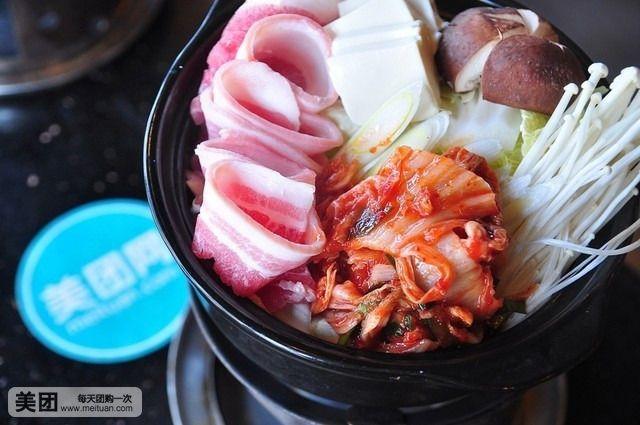 泡菜锅、三文鱼头锅、海鲜锅