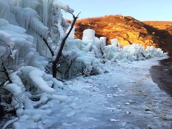 【唐山出发】大石峪冰瀑1日跟团游*观冰瀑、爬山、登长城-美团