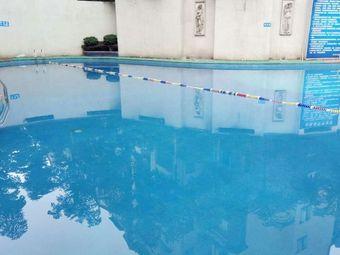 豪斯登堡游泳池