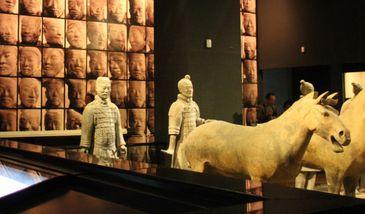 【小寨】陕西历史博物馆基本陈列馆+珍宝馆+壁画馆+导览器(成人票)-美团