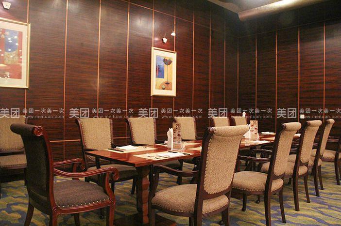 西餐厅是位于华芳金陵酒店一楼的欧式风格自助餐厅