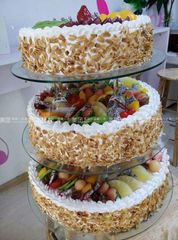 精致三层蛋糕