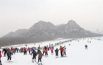 【五莲山风景区】五莲山滑雪场-美团