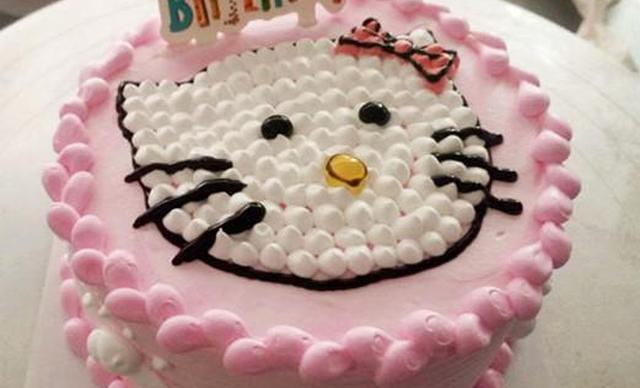 陶瓷蛋糕巧克力水果蛋糕,仅售78元!价值98元的巧克力水果蛋糕1个,约10寸,圆形。