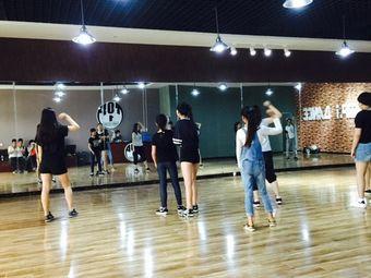 TOP.1DANCE舞蹈工作室(海湖专业店)