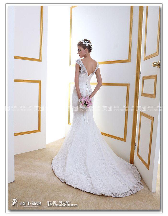 名门新娘上海店坐落于上海市徐汇区零陵路899号飞洲国际大厦16楼G室,店内面积280余平方米,纯欧式装修风格给您大气奢华的体验,数名资深礼服师一对一贴心服务,让您安心挑选一款最适合自己的婚纱,让每一位新娘像公主一样出嫁! 名门新娘的发展史。名门新娘是从2005年开始做淘宝店铺,截止目前为止,我们拥有自己独立的工厂,拥有天猫商城、淘宝、京东商城及一号店的数个店铺,并在国内的一线城市深圳、上海、杭州、福建、等成立线下体验店。是一家集设计开发、生产加工、销售为一体的婚纱礼服企业。 我们的经营内容有婚纱、礼服、