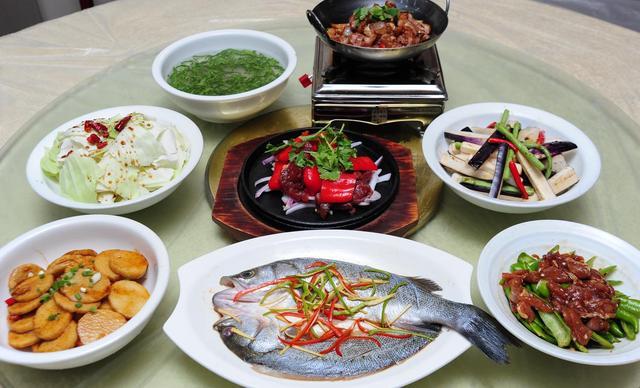 :长沙今日团购:【红辣椒创意厨房】6-8人餐,提供免费WiFi