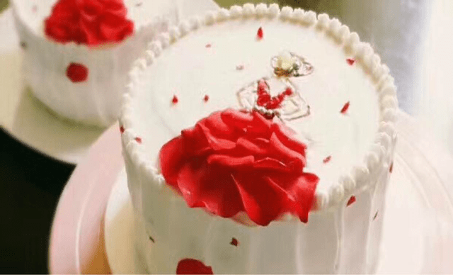 :长沙今日团购:【我愿意蛋糕订制工作室】玫瑰美人1个,约10英寸,圆形