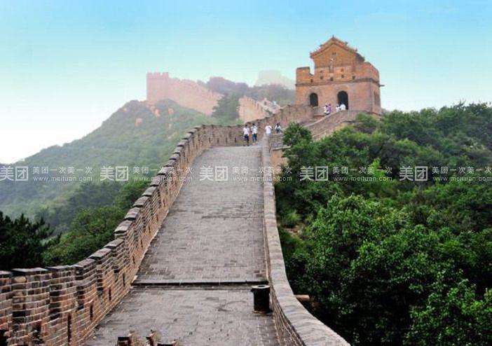 【旅行行程安排】: 行程安排: D1:早上在指定地点乘车赴北京延庆,抵达后游览八达岭野生动物园(费用不含,敬请自理,门市价90元/人,团队优惠价65元/人含门票、观光车)中国最大的山地自然生态公园,公园包括野生动物游览区、山林观光区、生态保护区、古文化区、休闲区五大功能区。野生动物游览区以大种群散放式猛兽展示为其特色,汇集着世界各地具有代表性的动物,有来自美洲的白虎,非洲的长颈鹿、斑马、羚羊,澳洲的袋鼠。中国最大的非洲狮群,等级分明的野狼家族,威风凛凛的东北虎群,个体硕大的棕熊群,在这里各居领地。独巨匠心