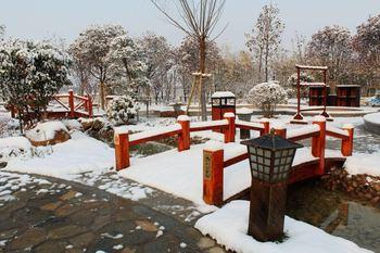 【贾汪区】龙山温泉度假中心周末/节假日门票成人夜场票-美团