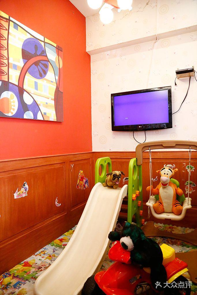 有个宝地叫红马,这是一家美式主题餐厅,给予您在五星级饭店与家庭式图片