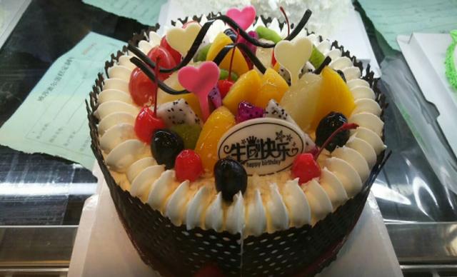 :长沙今日钱柜娱乐官网:【米雪儿饼屋】小汽车水果蛋糕1个,约10英寸,方