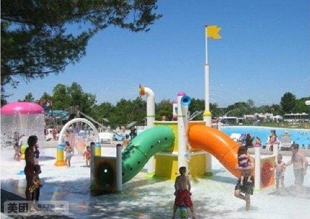 这里有儿童水上乐园,有年轻人喜爱的惊险