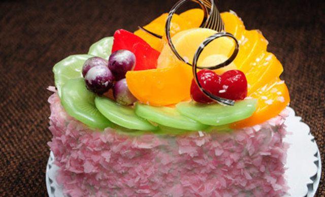 6英寸蛋糕1个,2张券可升级