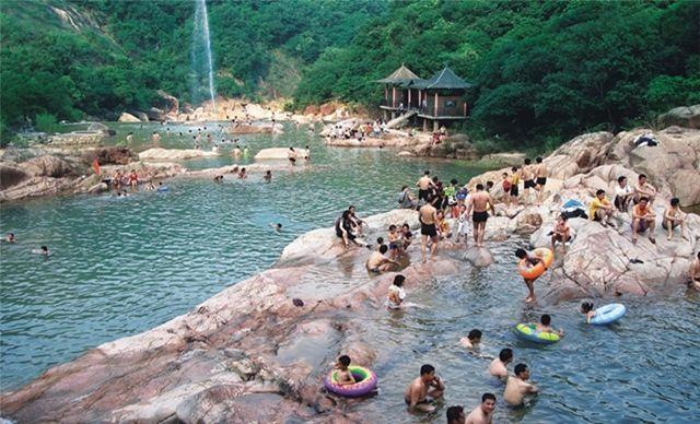 南昆三寨谷旅游度假风景区单人一日游,含门票、往返车费等